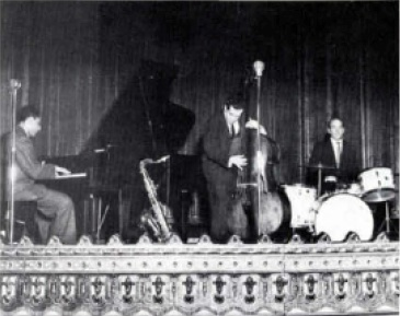 Don Lamond with (l-r) Teddy Wilson and Eddie Safranski. This photo was taken in New York. Circa 1953. Photo courtesy of Rutgers Jazz Institute