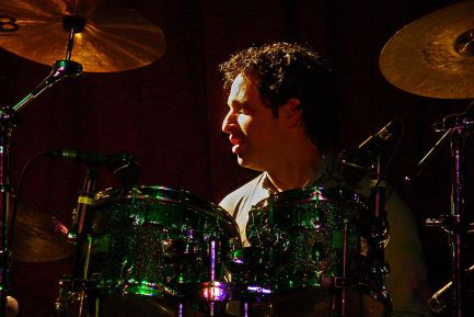 Nick D'Virgilio onstage with Spock's Beard at BB Kings, April 27, 2007. Photo by Lrheath.