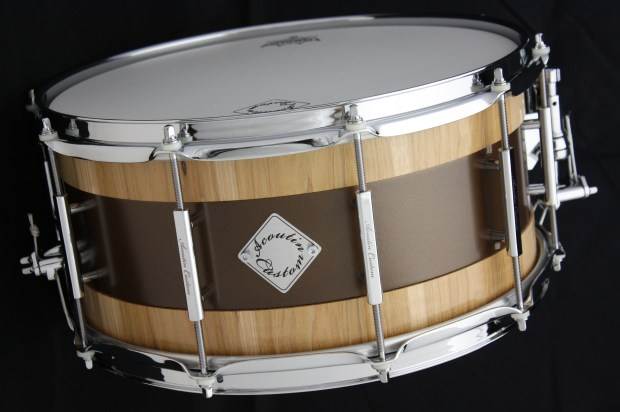 Acoutin  hickory/brass snare