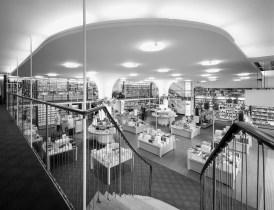 """Berlin, Buchhandlung im Haus Hardenberg (Foto: Wolfgang Reuss, Bild aus: """"Leben im Denkmal"""", Gebrüder Mann Verlag)"""