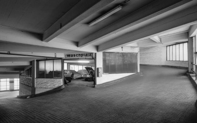 "Berlin, Kant-Garagen-Palast in Charlottenburg (Foto: Wolfgang Reuss, Bild aus: ""Leben im Denkmal"", Gebrüder Mann Verlag)"