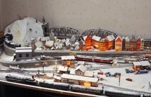 Falk Jaegers Modellbahnplatte mit einer mitteleuropäischen Stadtlandschaft (Bild: privat)