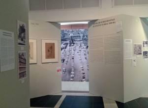 """Frankfurt, Durchblicke zur modernen Stadtplanung in der DAM-Ausstellung """"Die immer neue Altstadt"""" (Bild: K. Berkemann, während des Ausstellungsaufbaus, 2018)"""