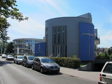 ABRISS FÜR NEUBAU: Frankfurt am Main-Sachsenhausen, Neuapostolische Kirche an leicht verschobenem Standort nach Abriss der alten Neuapostolischen Kirche (1958, Abriss 2009)