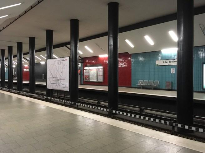 """Hamburg, Haltestelle """"Alter Teichweg"""", Bahnsteigtunnel, 2018 (Bild: Sabine Kock)"""