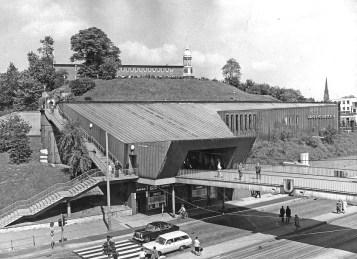 """Hamburg, Haltestelle """"Landungsbrücken"""", Fritz Trautwein und Hans Loop, Fertigstellung 1959 (Foto: Archiv der Hamburger Hochbahn)"""