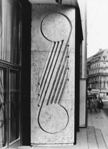 Köln, Funkhaus, Travertin mit stilisierten Noten von Ludwig Gies, um 1952 (Quelle und Copyright: Archiv Stadtkonservator Köln)