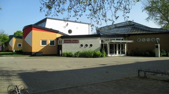 Lünen, Geschwister-Scholl-Gesamtschule von Hans Scharoun (Bild: Dat doris, CC BY SA 3.0, 2017)