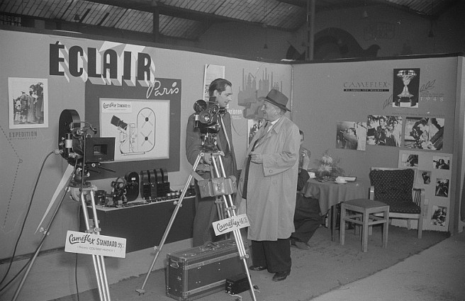Leipzig, Messestand mit Filmkameras (Éclair), 1952 (Bild: Deutsche Fotothek, CC BY SA 3.0 de, Foto: Roger und Renate Rössing)