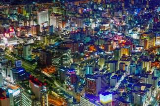 Yokohama bei Nacht (Bild: Laitr Keiows, CC BY SA 3.0, 2011)