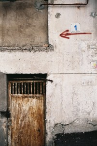 Zuka Chachanidze: Wand mit Pfeil (Foto: © Zuka Chachanidze)