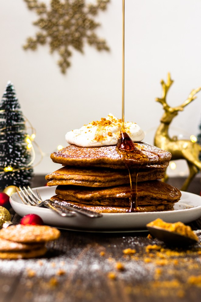 drizzling maple syrup on gingerbread pancakes