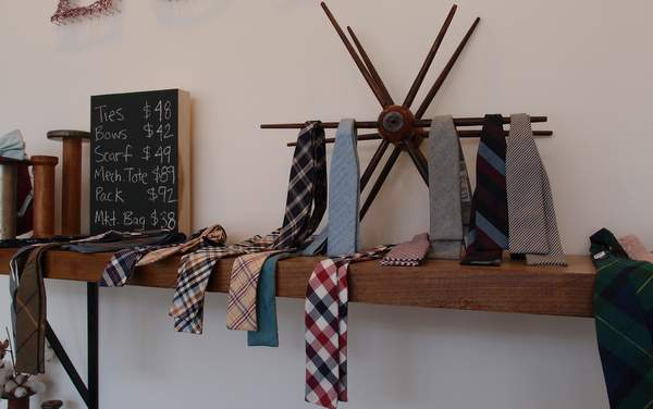 Lumina clothing tie display