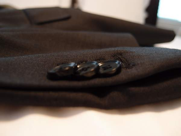 Black-Lapel-suit-working-buttons