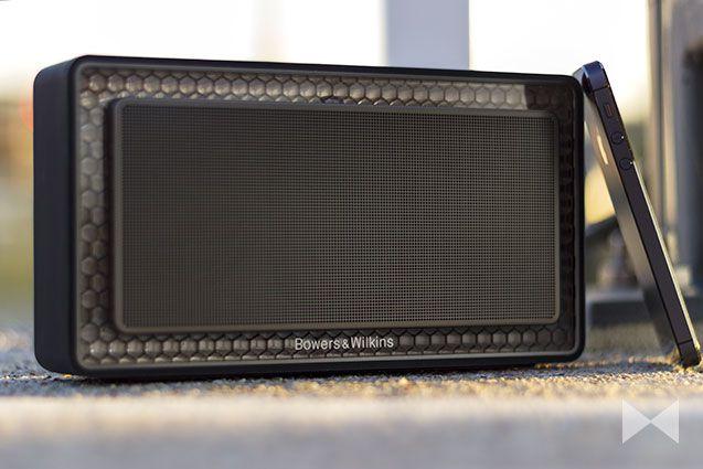 Bowers & Wilkins T7 Bluetooth Speaker Einsatz