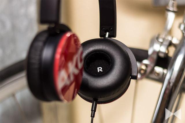 AKG-Y50-On-Ear-Kopfhörer in rot