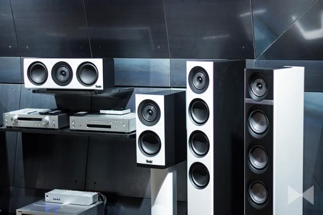 Teufel-Definion-3-Center –  Mit dem neuen Center kommen die High-End-Lautsprecher der Serie Definion 3 im Heimkino ganz groß raus. Der Koaxial- Hoch-Mitteltöner sorgt für beste Dialogverständlichkeit.