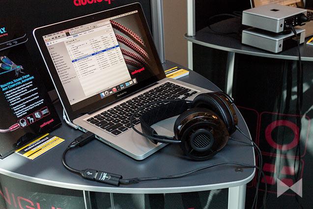 Audioquest-Nighthawk Kopfhörer am macbook mit audioquest jitterbug und dragonfly