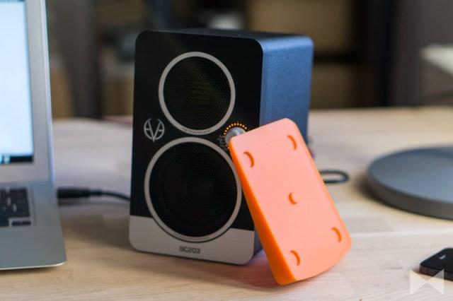Eve-Audio-SC203 mit Gummimatte