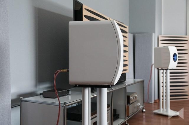 KEF-LS50 gebogene Schallwand