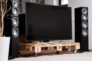 Elac Uni-Fi FS U5 Lautsprecher von Andrew Jones