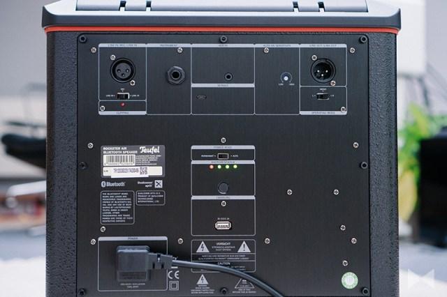 Teufel Rockster Air Anschlüsse auf der Rückseite des Bluetooth-Lautsprechers