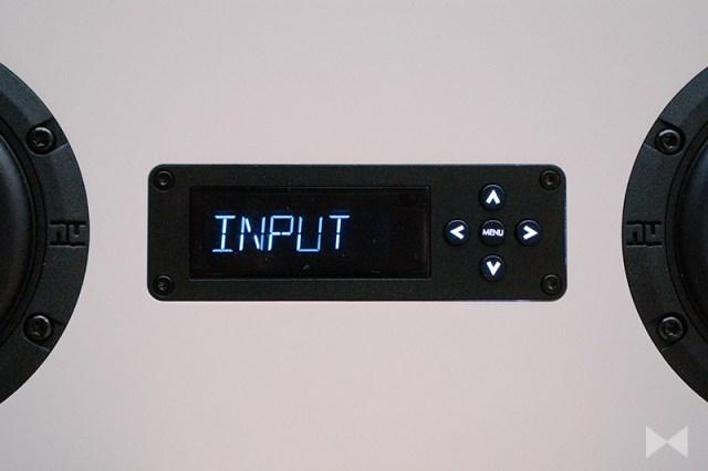 Nubert nuPro AS-250 Display und Steuerkreuz
