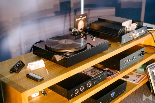 Magnat MTT 990 Plattenspieler