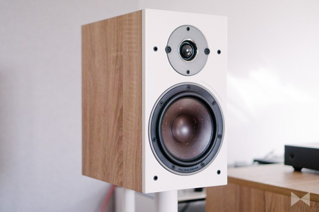 Dali Oberon 3 Kompaktlautsprecher auf Lautsprecherständern