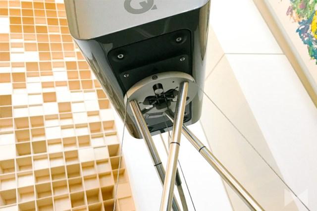 Q Acoustics Concept 300 Kompaktlautsprecher auf Tensegrity Stativ