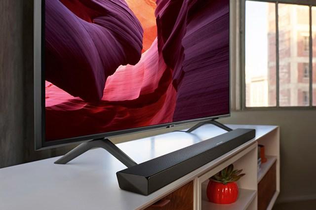 Samsung HW-Q60R Soundbar am Smart-TV QLED