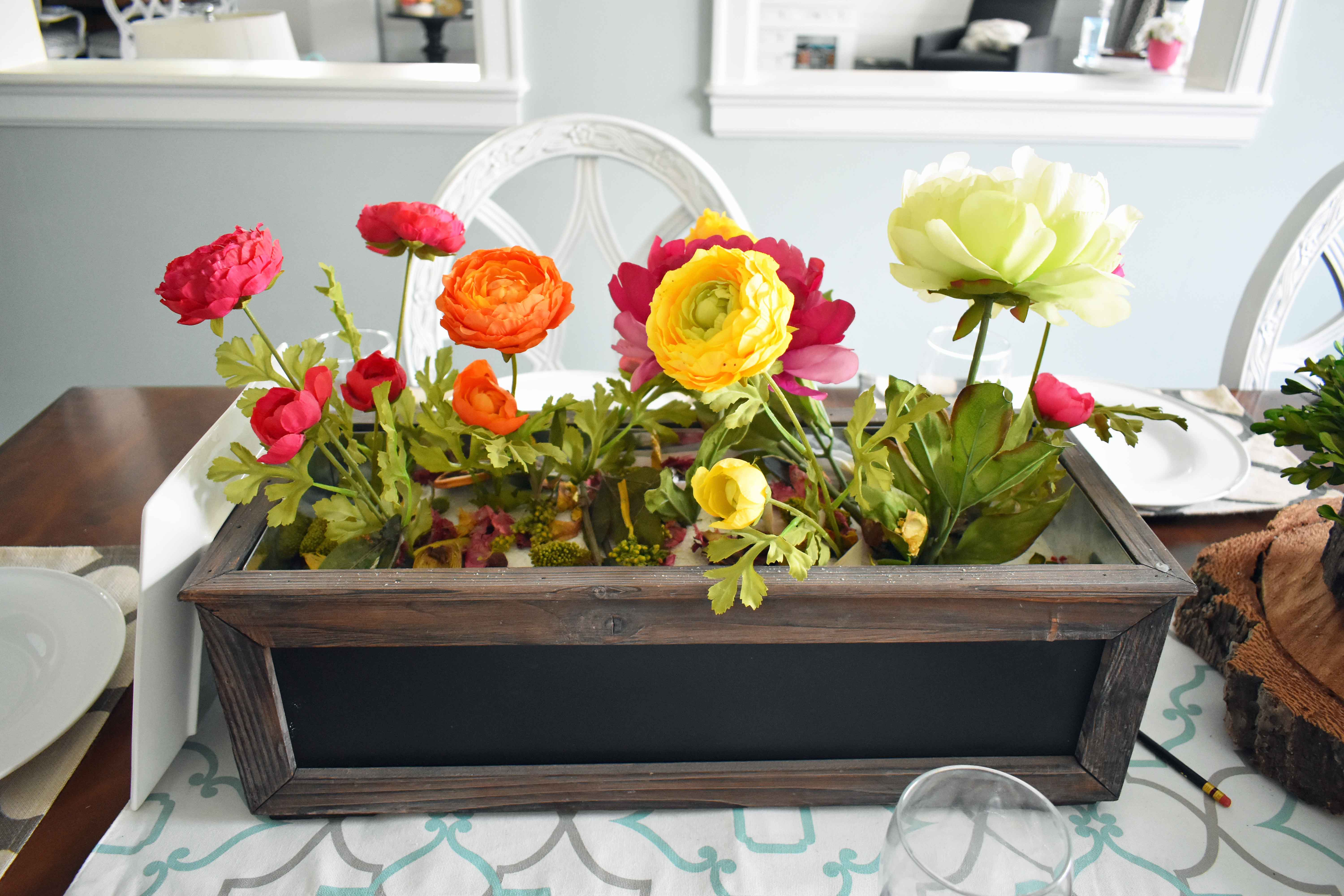 Spring Decoration Ideas. Easy floral tablescapes and bright decor ideas to bring light to your home.
