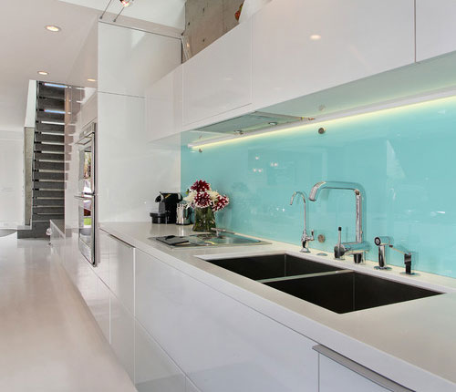 glass-panel-backsplashes