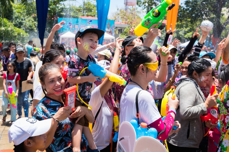 summer crowds and child safety