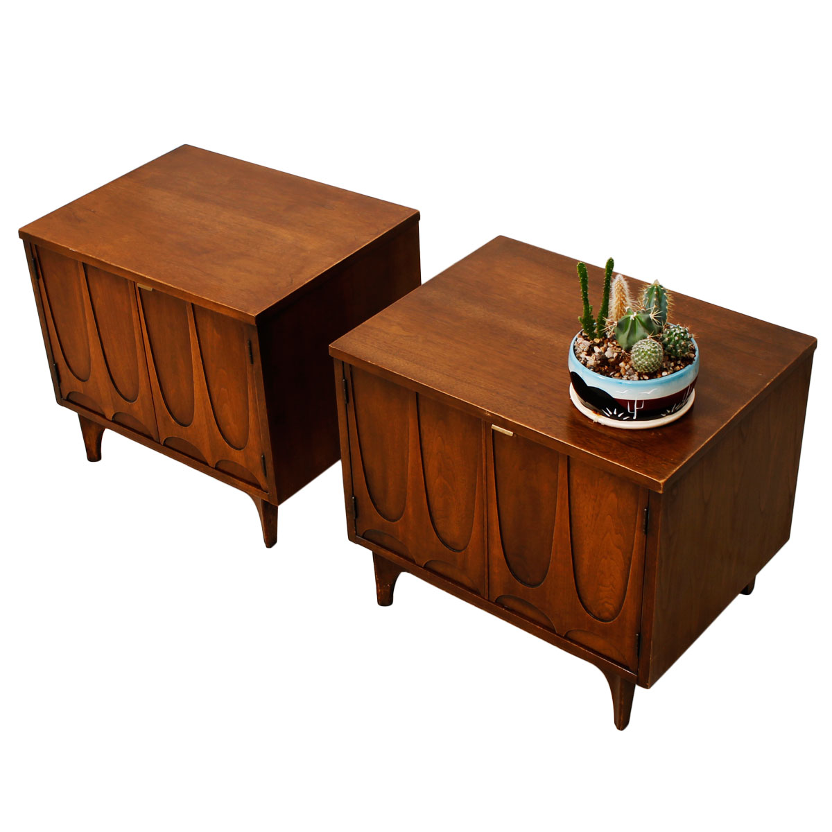 Pair Of Broyhill Brasilia Commodes Nightstands Accent Tables With Legs