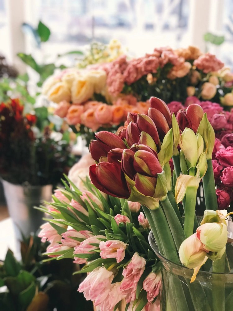 Rustic wedding flowers - Bunches of fresh flowers for wedding ceremony decorations