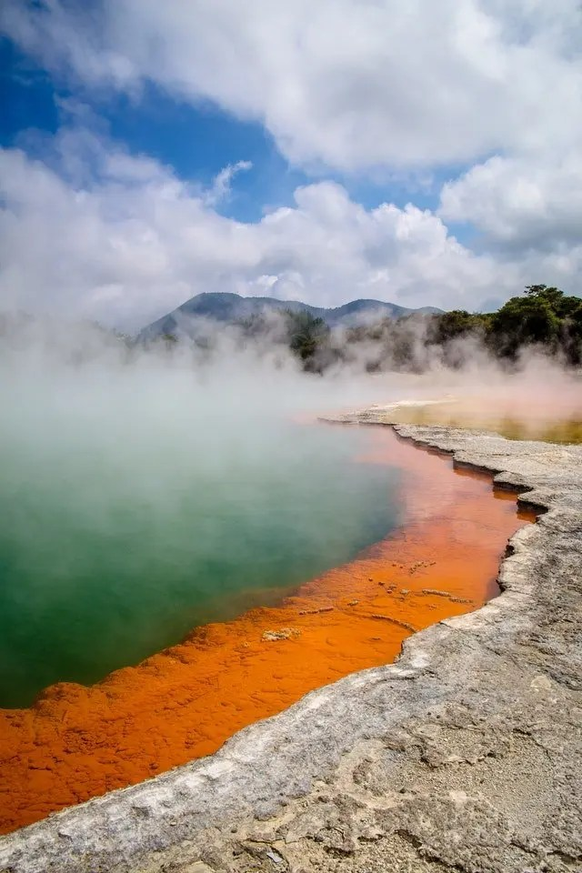 Thermal area in Rotorua - a possible destination when eloping in New Zealand