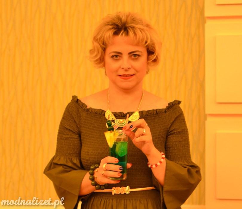 Sukienka w kolorze złota oliwka