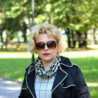 Elegancki płaszcz z lamówką