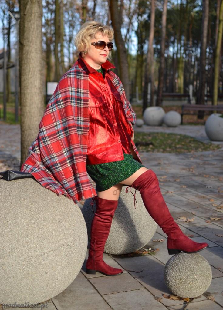 Czerwona kurtka i zelona sukienka