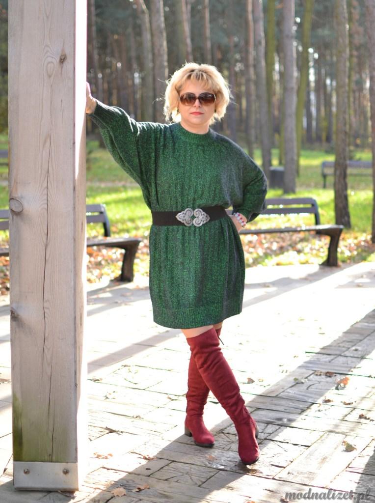 Modna Lizet w czerwono-zielonej stylizacji