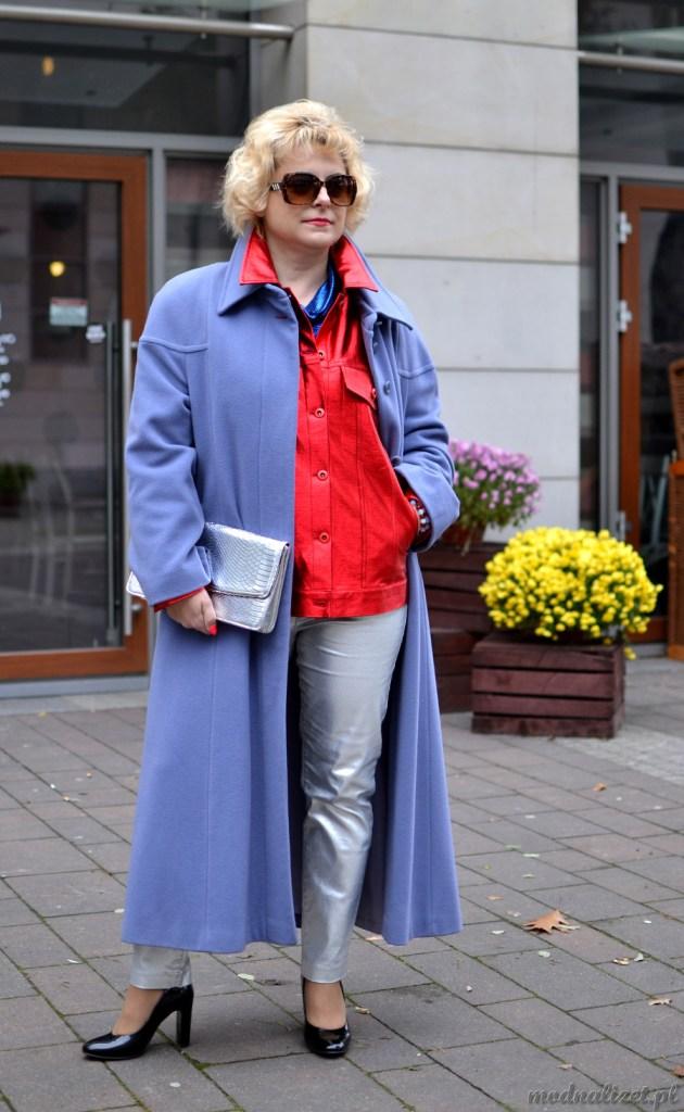 Długi jesienny płaszcz