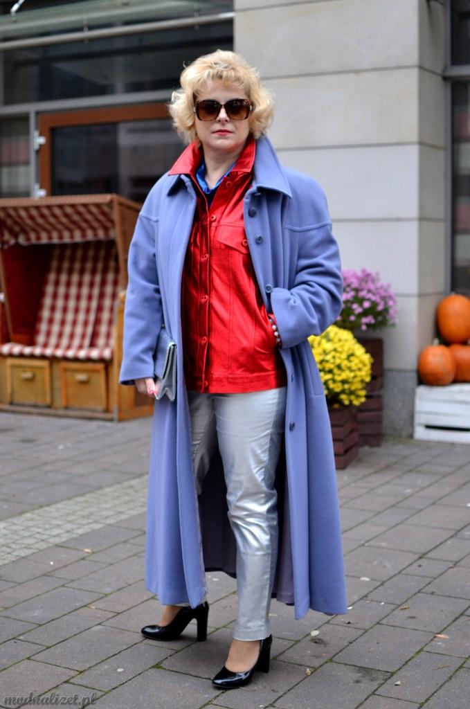Czerwona kurtka z połyskiem