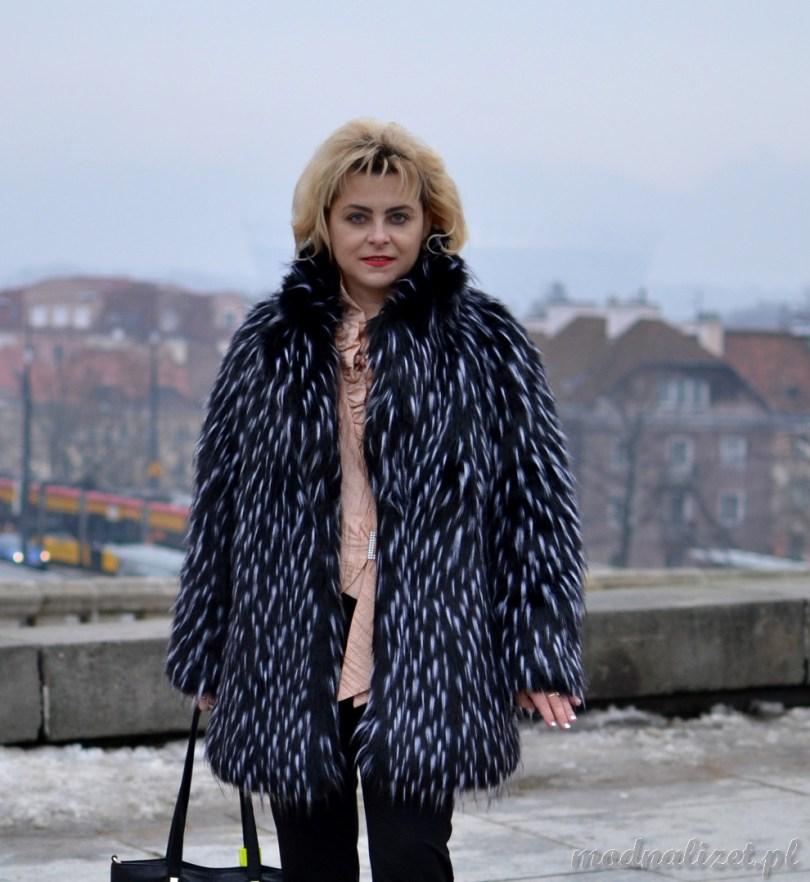 Modna Lizet w zimowym futrze