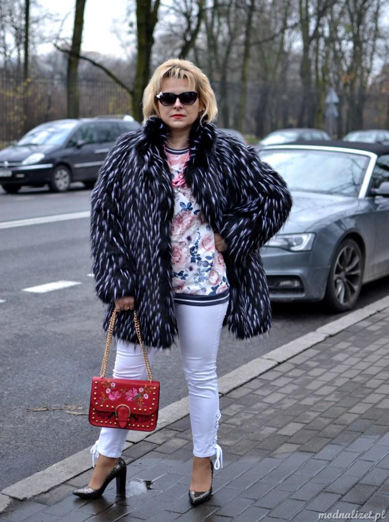 Białe spodnie i futro