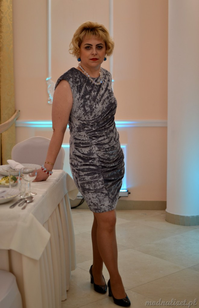 Wizytowa sukienka srebrna
