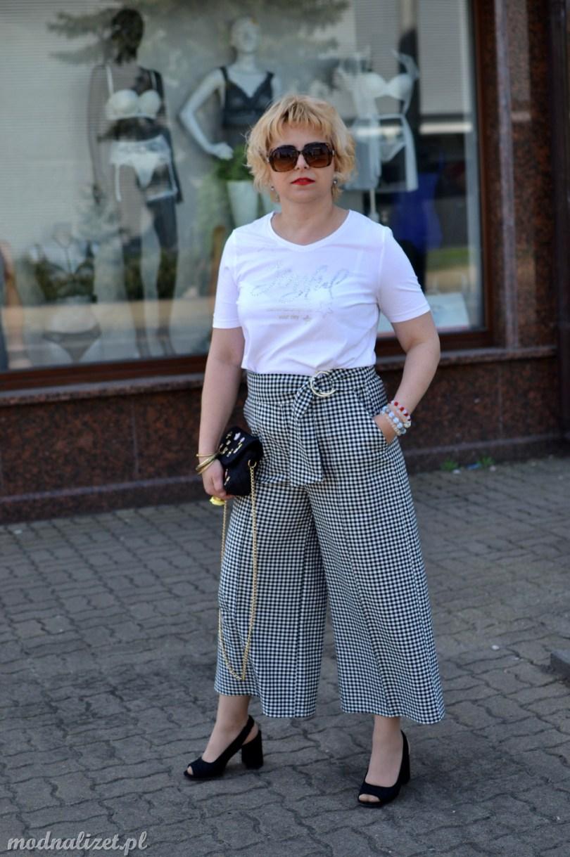 Modne spodnie w kratkę