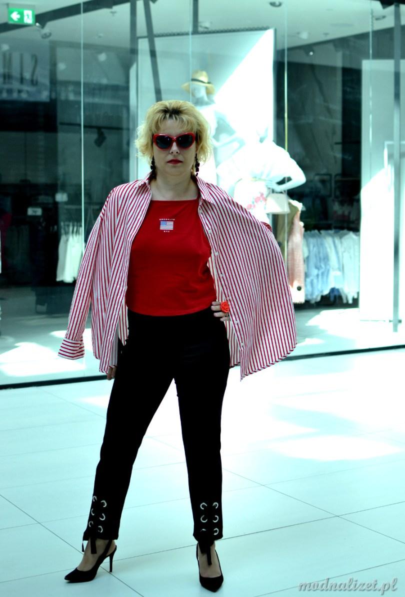 Czerwony t-shirt i Modna Lizet