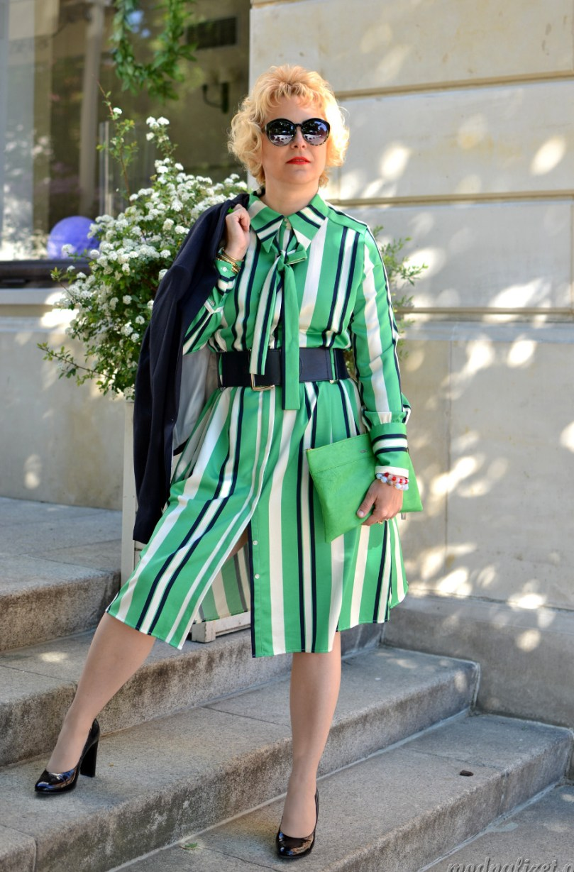 Modna Lizet i zielona sukienka w paski