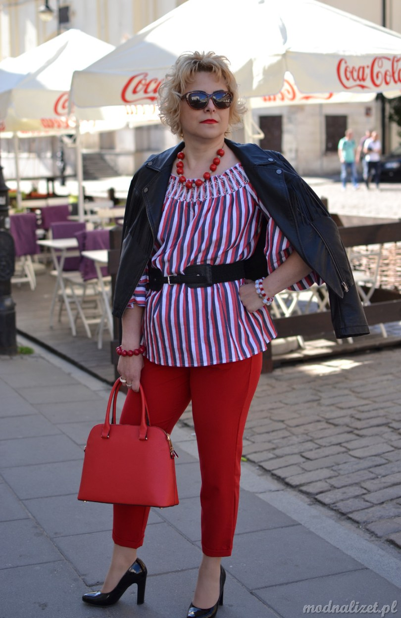 Czerwone spodnie i ramoneska